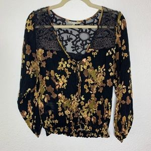 Gimmicks Black Lace Floral Top Women's size Small